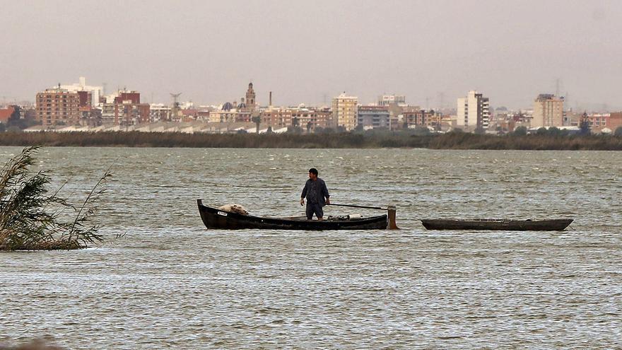 Los pescadores del Palmar reclaman el dragado de l'Albufera y agua para el lago