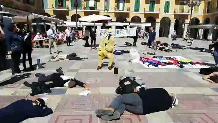 Umweltaktivisten protestieren auf Plaça Major