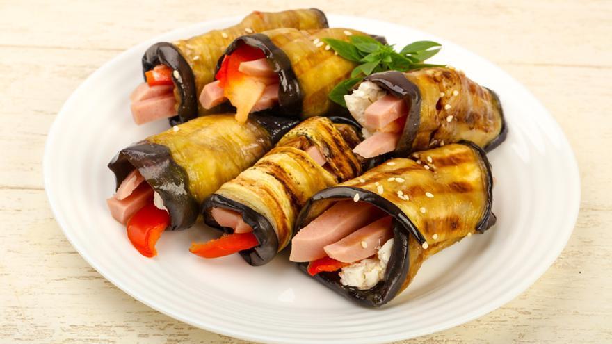 Berenjena en tempura con salmorejo y jamón