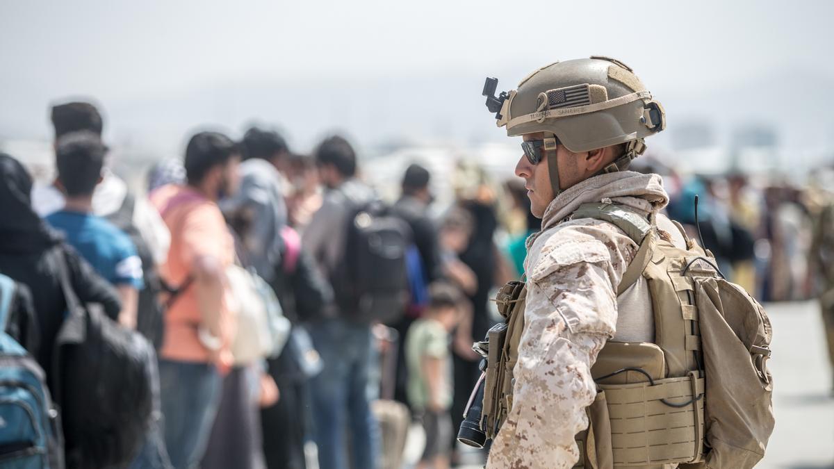 Un marine de Estados Unidos en el aeropuerto de Kabul.
