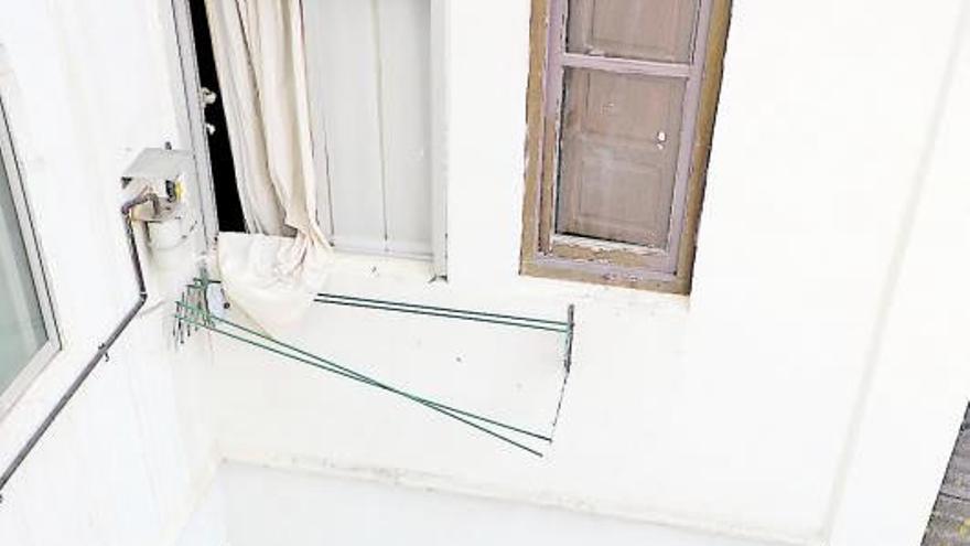 Detenidos por tirar a un hombre por la ventana de un segundo piso tras torturarlo