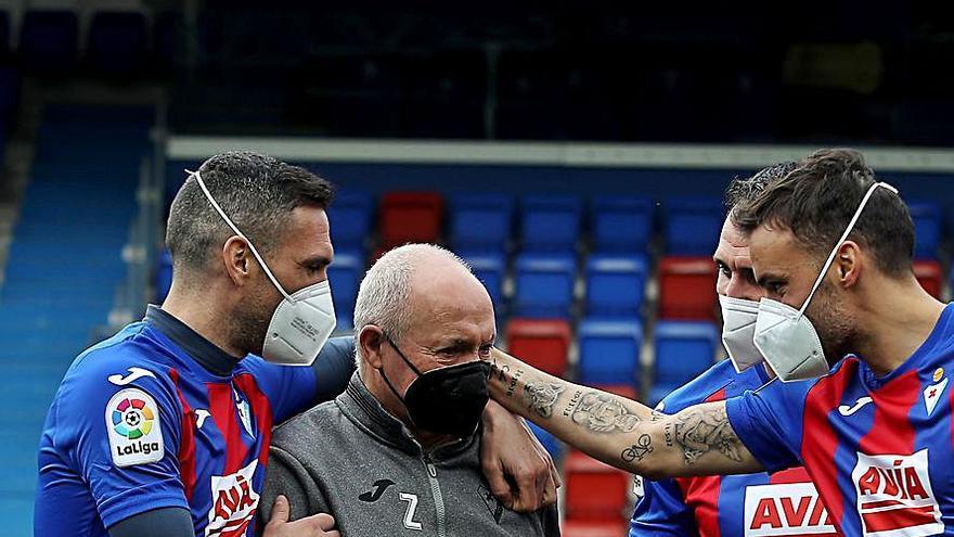 El asturiano Zapico se retira tras medio siglo vinculado al Éibar como utillero del club de fútbol guipuzcoano