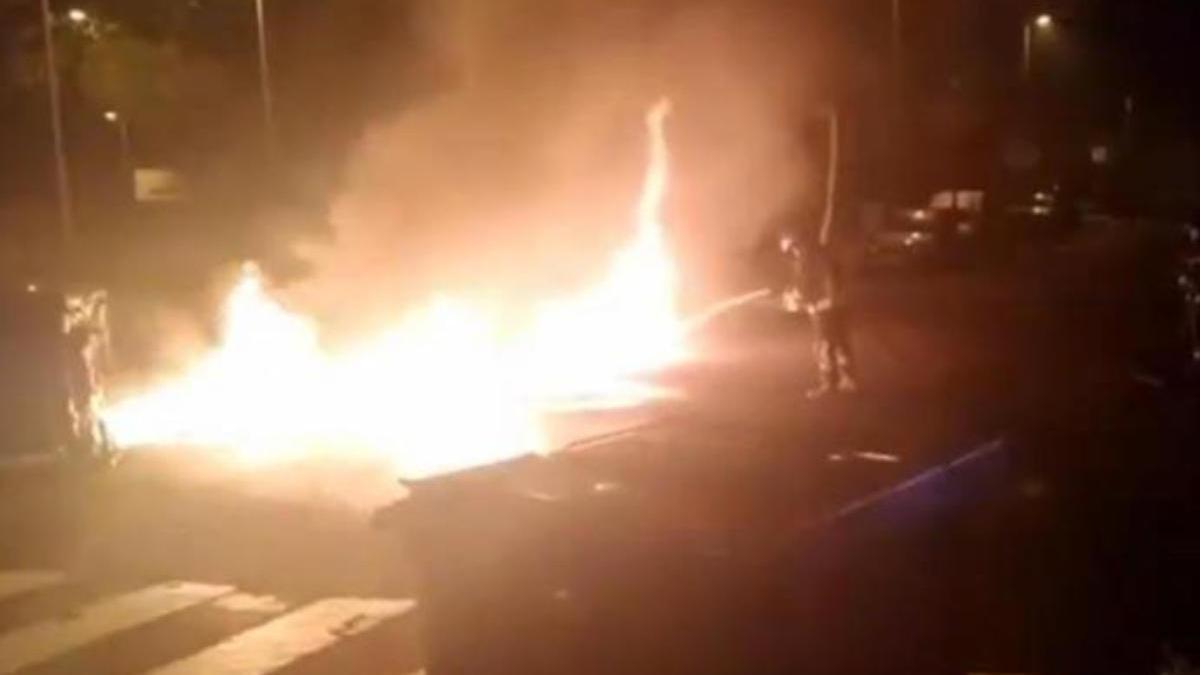 Imagen de archivo de otra quema de contenedores.