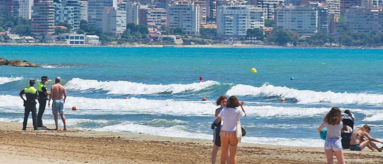 Alicante y Elche abren el lunes sus playas al baño y Torrevieja y Benidorm lo retrasan