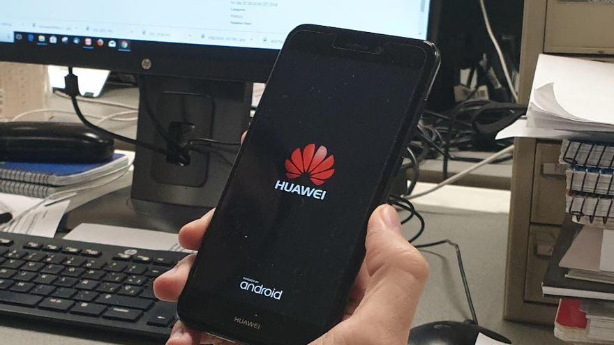 """Tens un mòbil Huawei? Hauries de """"tenir por"""" diu la Comissió Europea"""