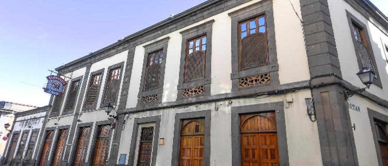 Vista del edificio de El Herreño, que agrupa siete casas en su interior. En la imagen las fachadas de Mendizábal y Botas.