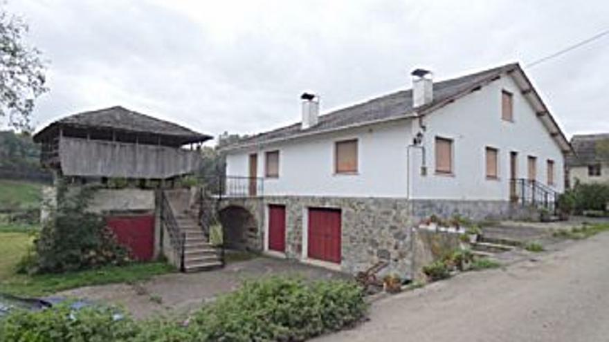 129.000 € Venta de casa en Luarca (Valdés) 186 m2, 6 habitaciones, 2 baños, 694 €/m2...