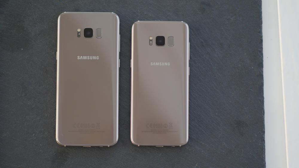"""Samsung ha presentado un hermano mayor, el S8+, con una pantalla ligeramente más grande, de 6,2""""."""