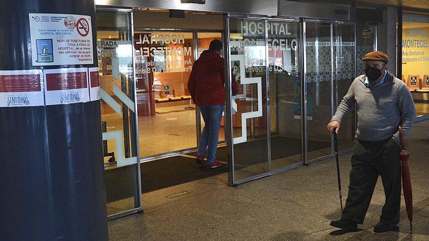 Denuncian la escasez de mascarillas para el personal de consultas externas de Montecelo
