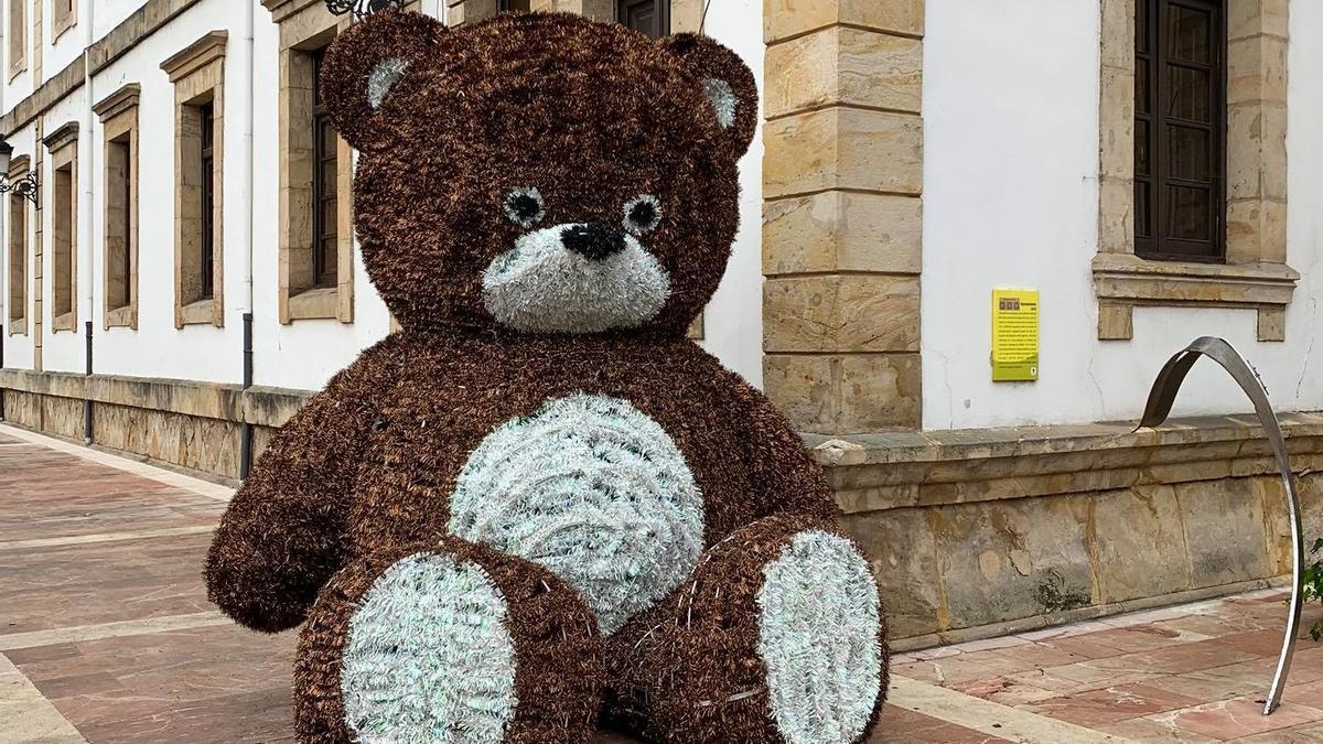 El oso, en su emplazamiento.