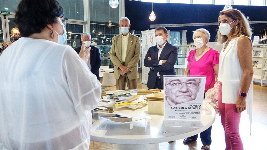 La Biblioteca Municipal Central recibe el legado de Luis Cola Benítez, que fue cronista de Santa Cruz entre 2011 y 2016