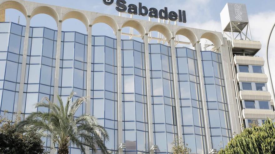 El Sabadell y los sindicatos alcanzan un preacuerdo sobre el ERE tras reducir los afectados a 1.380