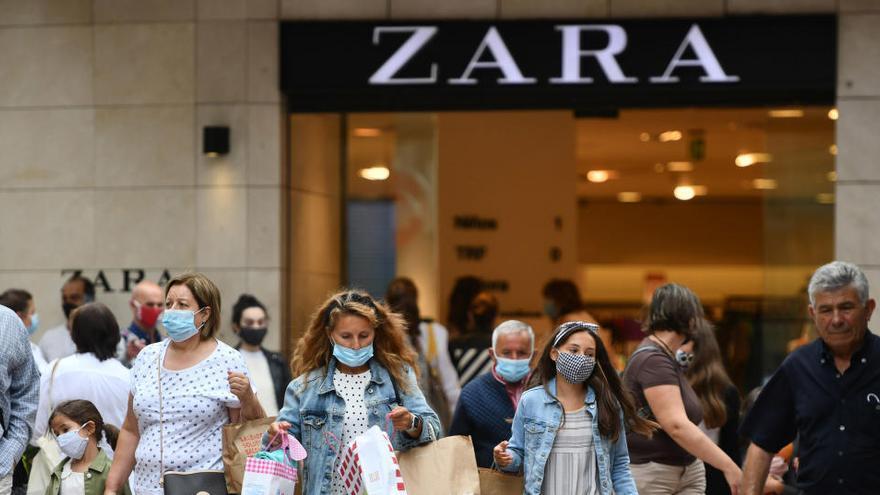 Una baralla a cops de peu i mastegots en un emprovaor de Zara acaba amb 3 dones a urgències