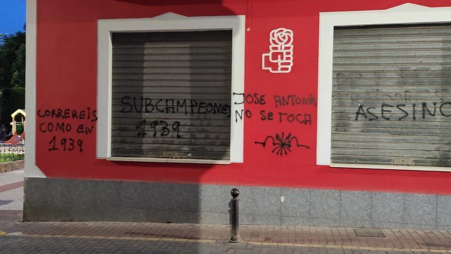 Nuevas pintadas franquistas, esta vez en la sede del PSOE en La Unión