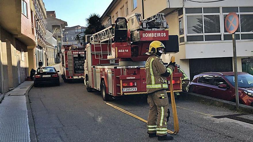 Arde un contenedor en Coiro y despliegue en Rodeira por una falsa alarma de incendio
