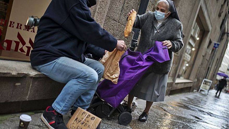 Otilia, la monja que entrega comida a necesitados