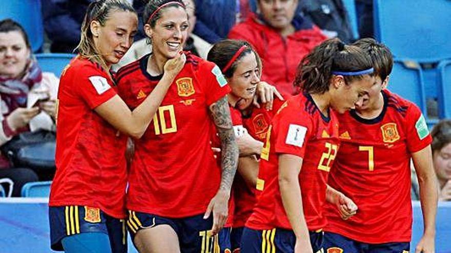 Espanya signa el primer triomf al Mundial gràcies als penals