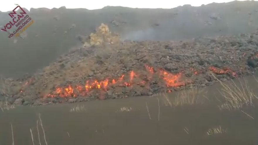 Colada que avanza hacia el sur del volcán de La Palma