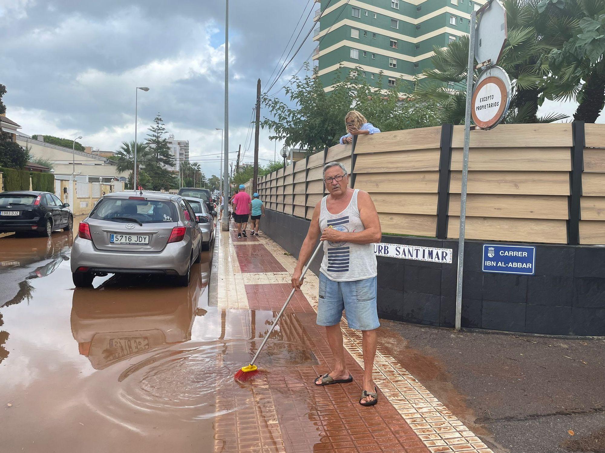 Benicàssim ahogada por el temporal, foto a foto