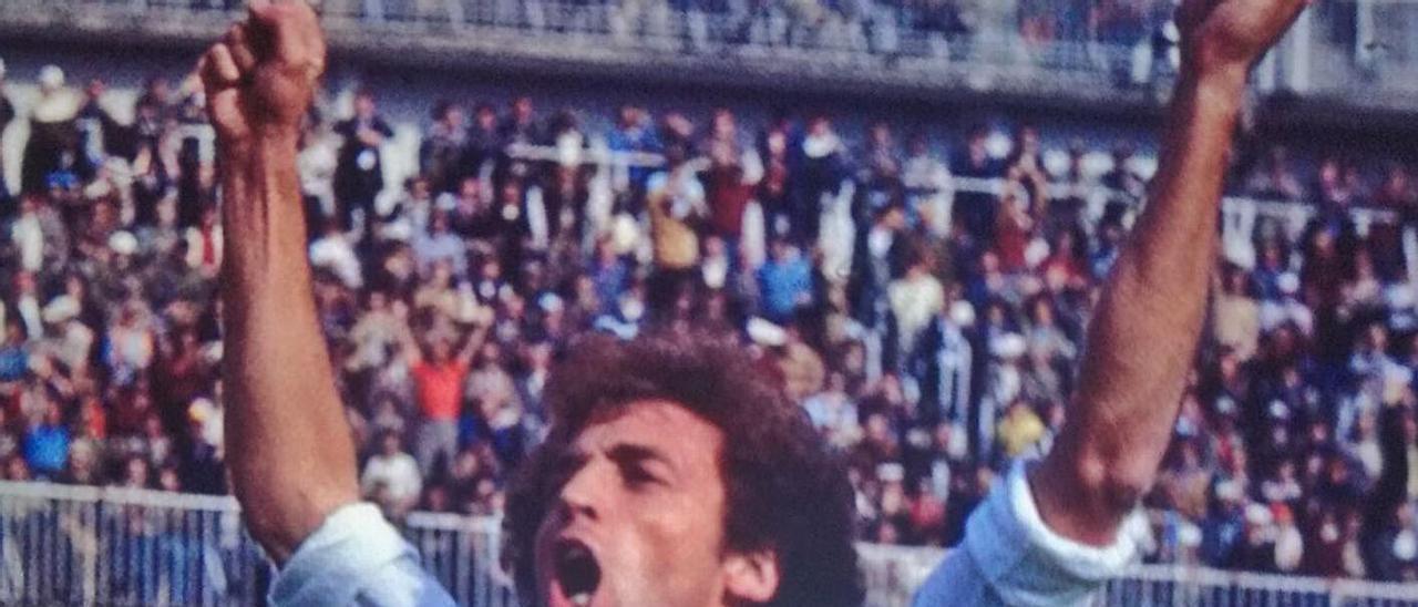 Quique Wolff, insignia de Oro y Brillantes de la UD, celebra su tanto ante el Cádiz CF en el Bernabeú, en abril de 1978.      LP/DLP