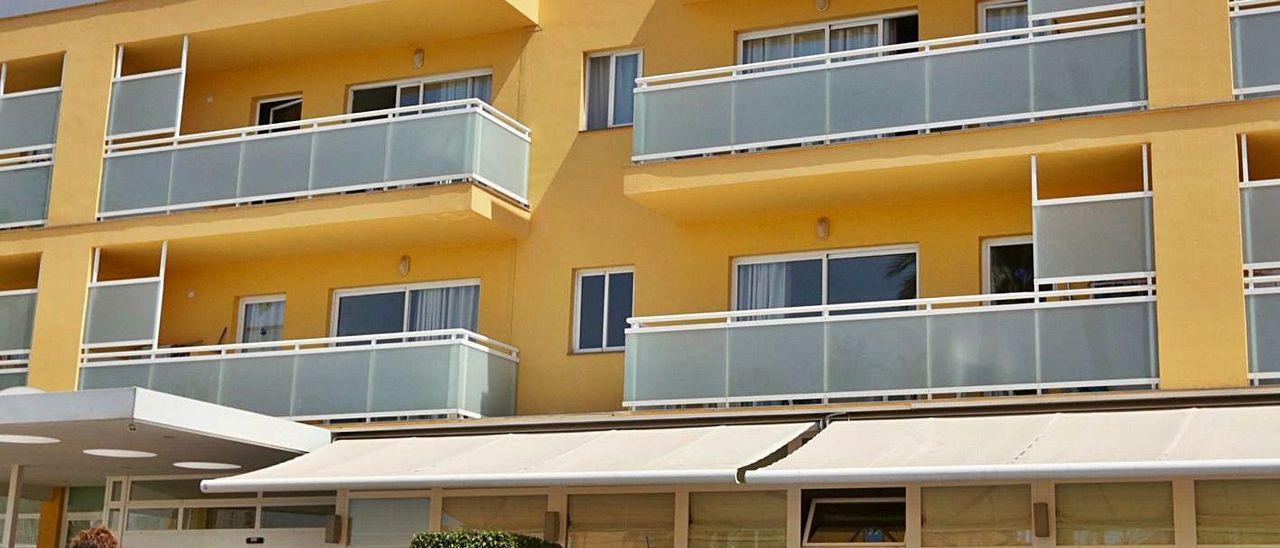 Apartamentos turísticos de Benidorm donde se cayó un niño desde el segundo piso