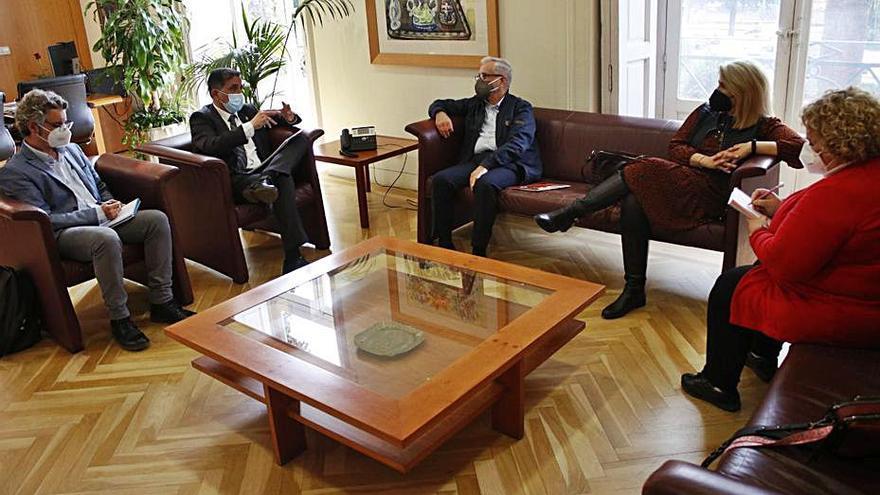 Serrano exigirá a Educación las obras pendientes en centros