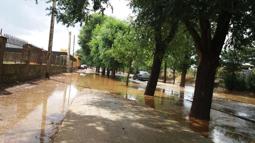 Una de las vías inundadas en Toro.