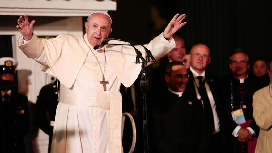Miles de jóvenes ovacionan al Papa en Colombia