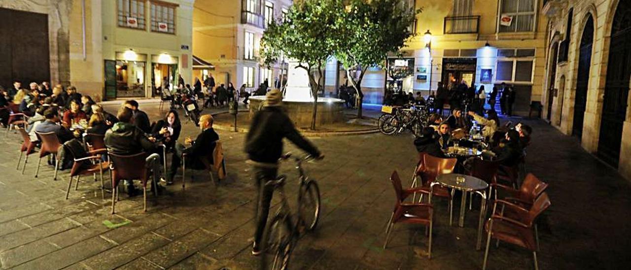 Terrazas en una zona de ocio de València. | F.B.