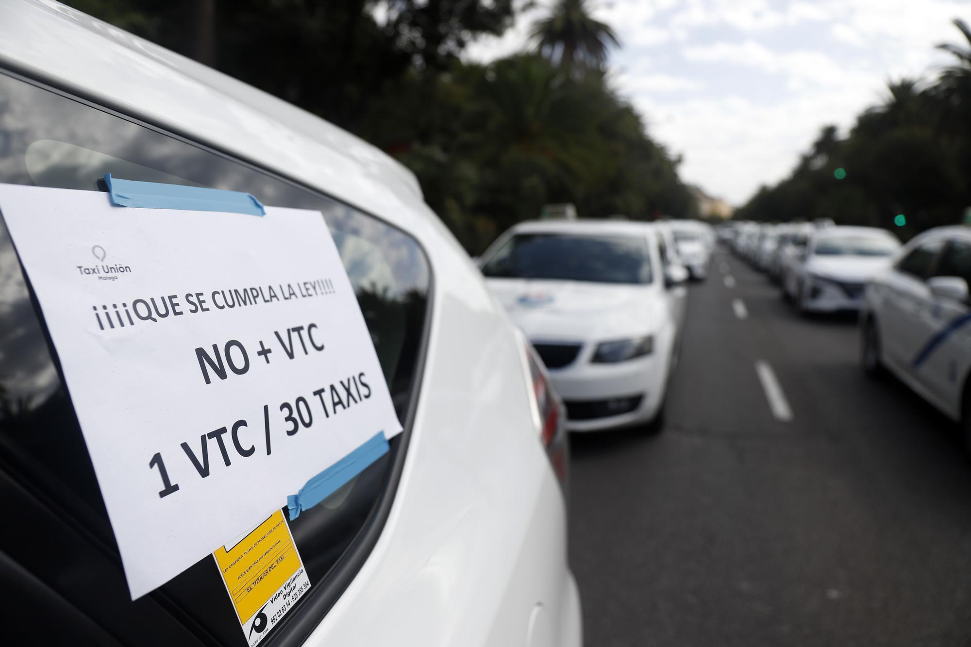 Manifestación del sector del taxi en Málaga contra el intrusismo de las VTC