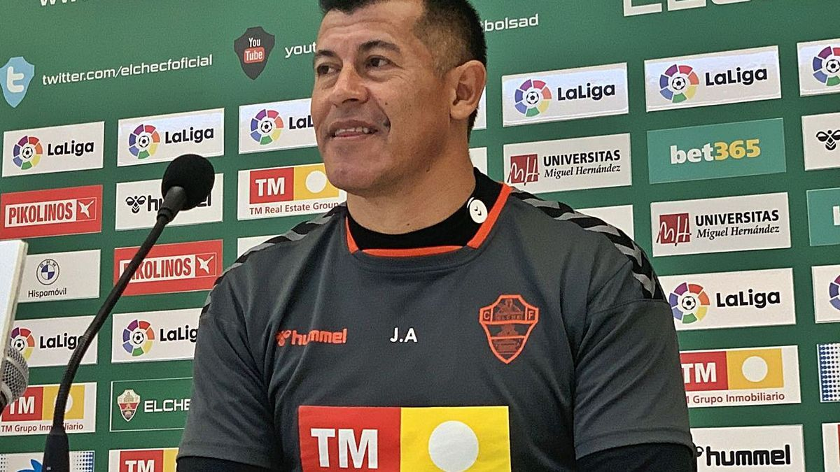 Jorge Almirón, en la rueda de prensa en el Martínez Valero. | ECF