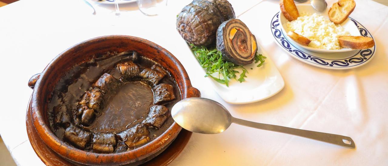 Elaboraciones de lamprea fresca y seca en un restaurante de Arbo.// Anxo Gutiérrez