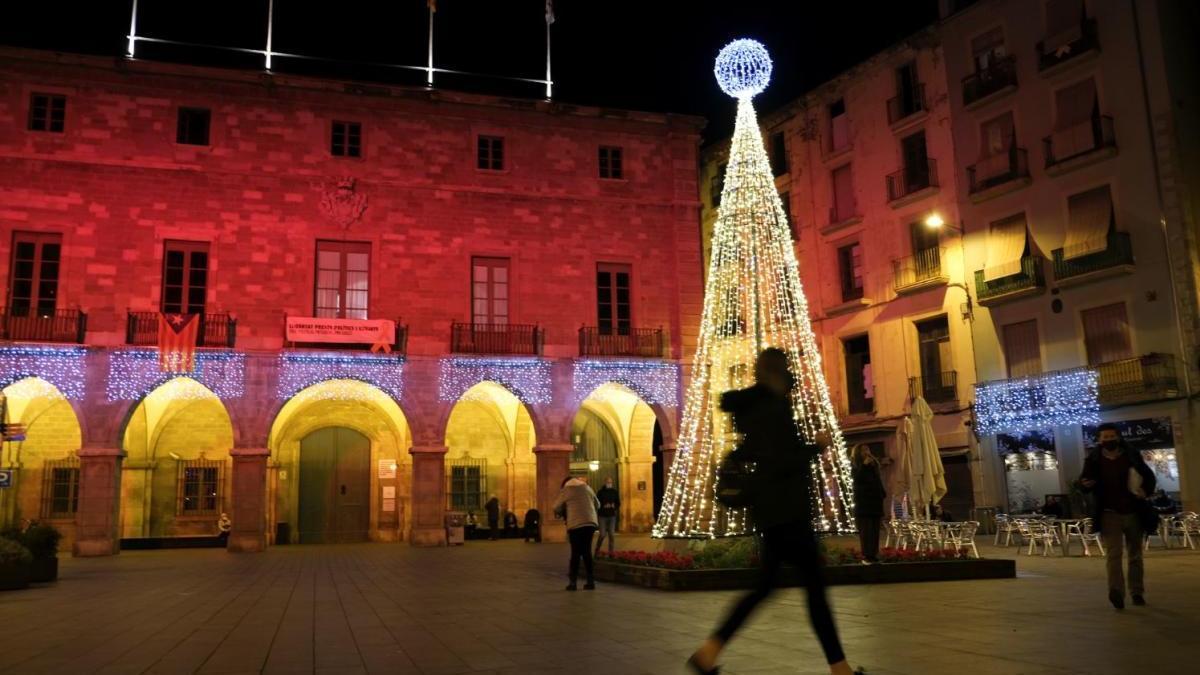 La plaça Major de Manresa, il·luminada per Nadal |