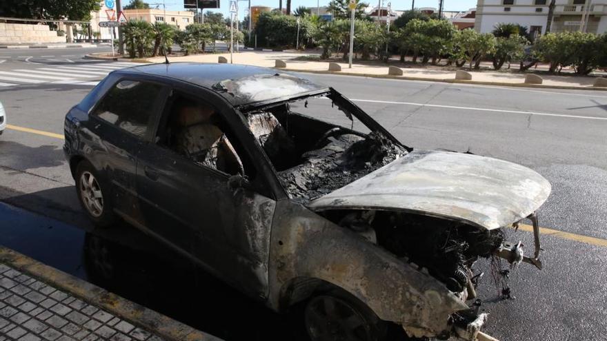 Explota un coche en pleno Grau de Castelló