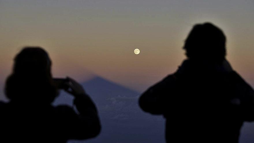 Los Realejos organiza rutas de senderismo en las noches de luna llena