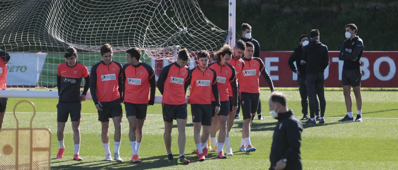 Los jugadores del Sporting en el entrenamiento de ayer en Mareo