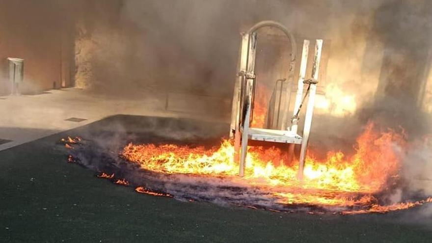 El juego infantil de l'Alqueria, envuelto en llamas