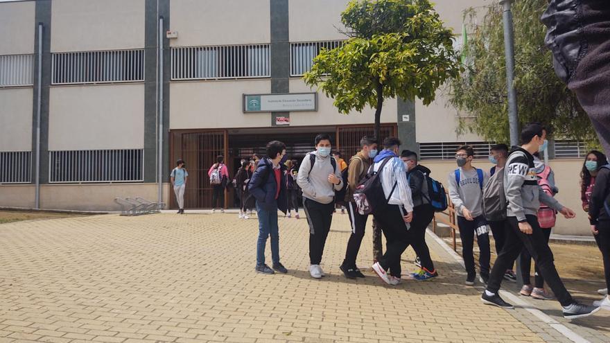 Los escolares de Doña Mencía regresan a las aulas tras bajar la tasa de covid-19
