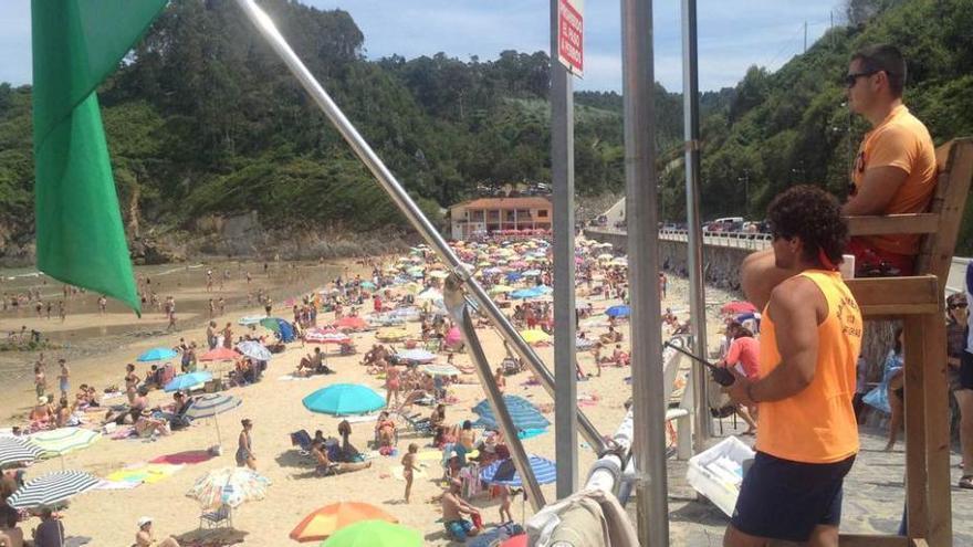 Consulta el aforo de las playas asturianas: Bañugues, La Ñora y Aguilar, hasta la bandera