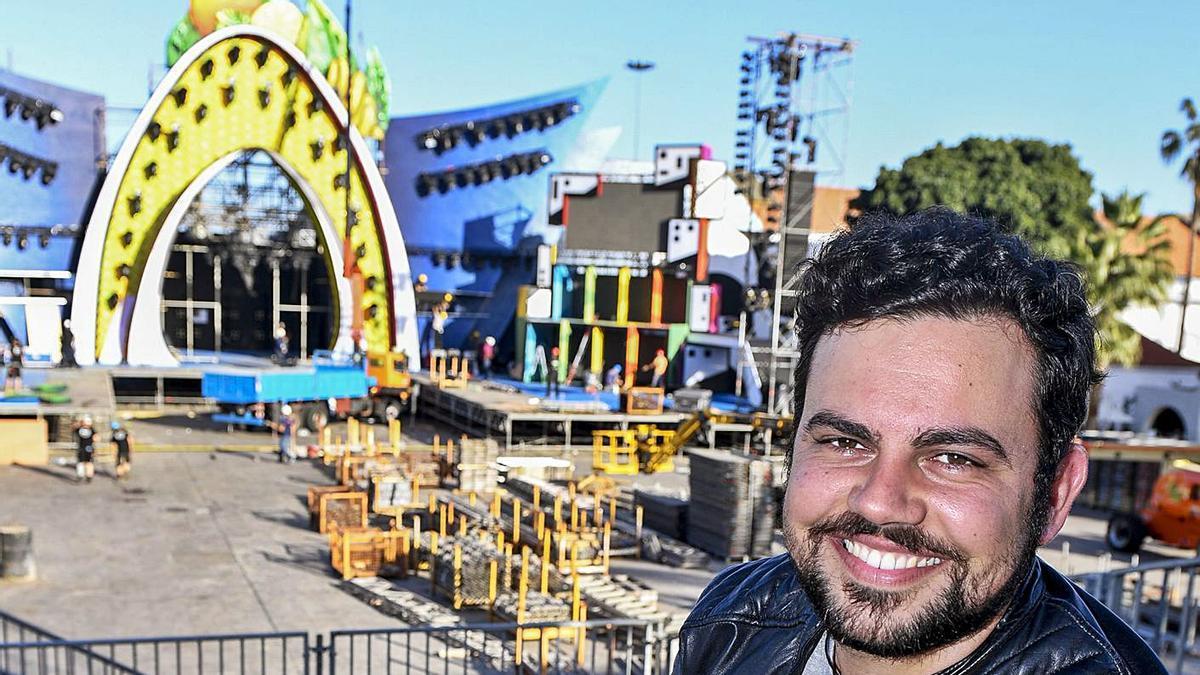 Carlos Santos, escenógrafo del Carnaval de Tenerife 2022.