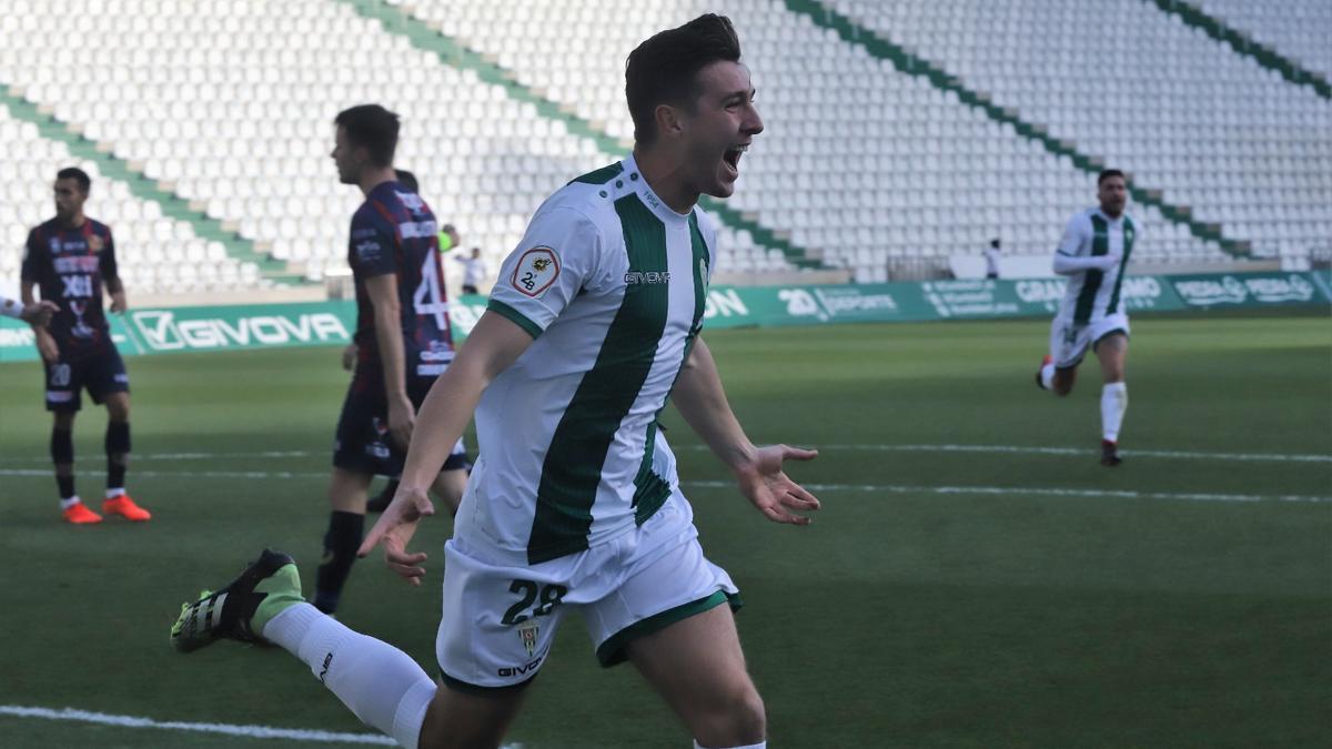 Alberto del Moral celebra uno de los dos goles anotados la pasada temporada con el Córdoba CF.