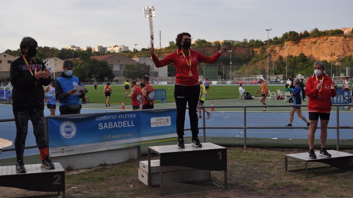 Ana Abuín en lo más alto del podio en Sabadell.