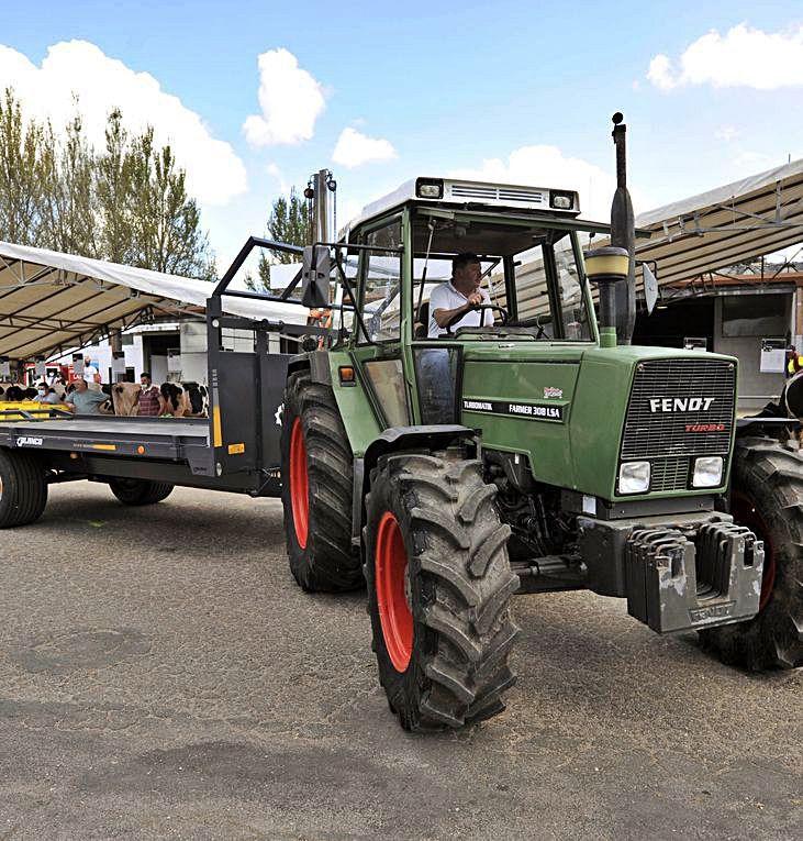 Concurso de tractores.     //  BERNABÉ/JAVIER LALÍN
