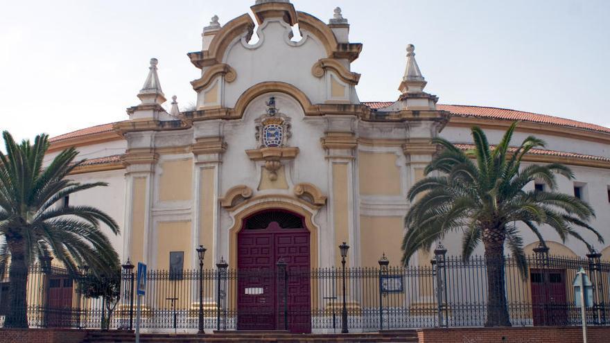 Varios migrantes huyen de un centro de acogida temporal en Melilla, confinado por un brote