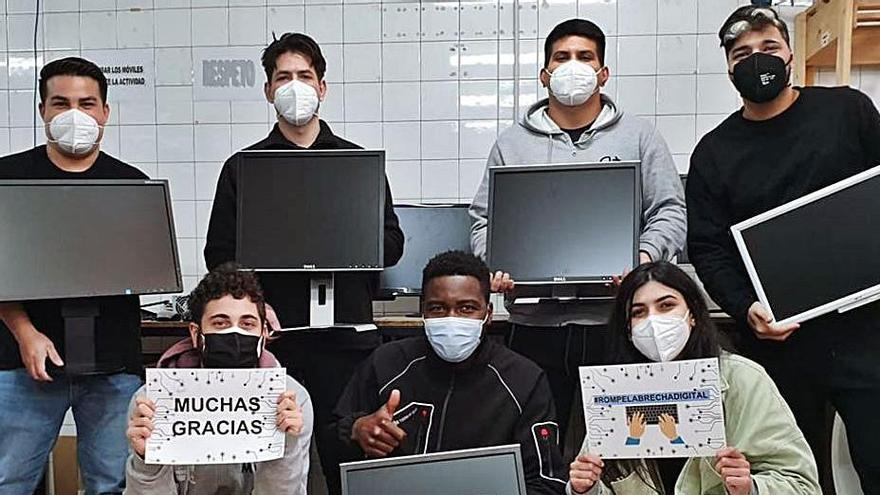 Mar de Niebla recoge ordenadores usados para familias y entidades sociales