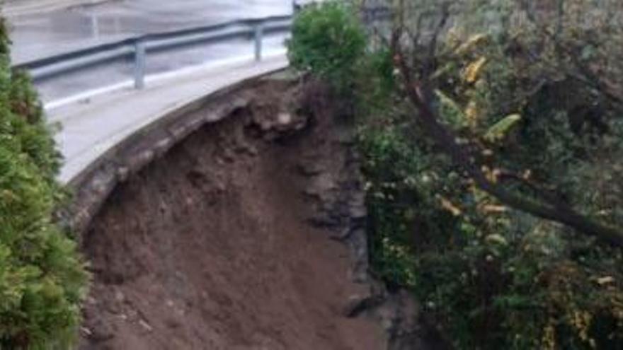 La pluja provoca esllavissades i petites inundacions a Girona