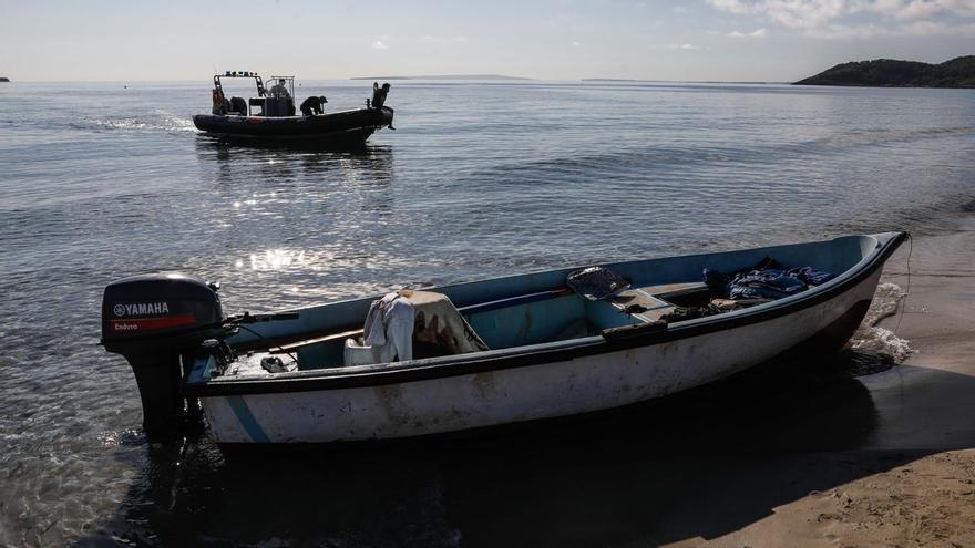 Localizan una patera con 16 migrantes en Ibiza