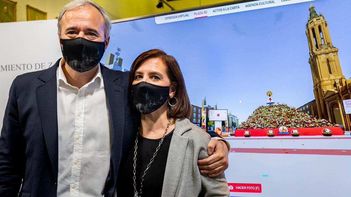 El alcalde y la vicealcaldesa tras participar en la Ofrenda de Flores virtual.