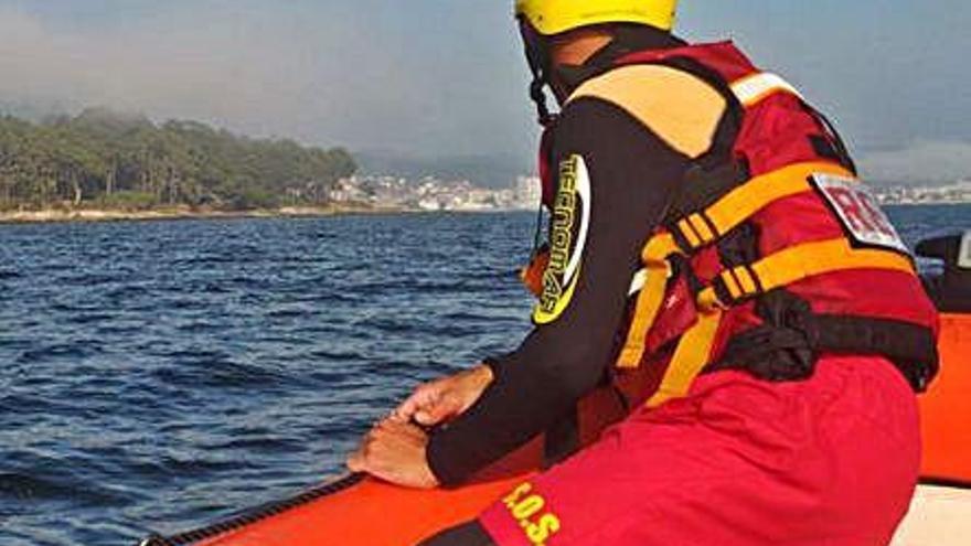 Emerxencias auxilia a seis kayakistas en apuros a la altura de la isla de Cortegada