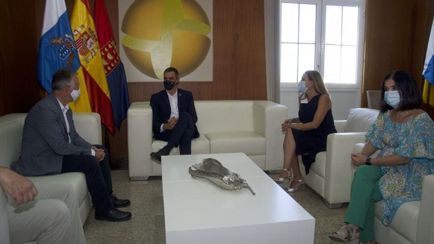 """Torres aclara que la reunión con Sánchez en Lanzarote """"no es oficial"""""""